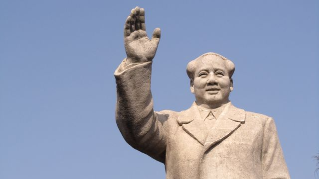 The_Statue_of_Mao_Zedong_in_Shiyue_Village_of_Nanjing_2012-01.jpg