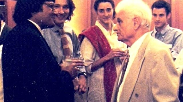 Chinmoy_Guha_with_Derrida.jpg