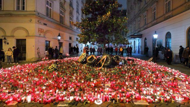 Wien_-_Terroranschlag_Nov._2020,_Gedenkstätte_am_Friedmann-Platz.JPG