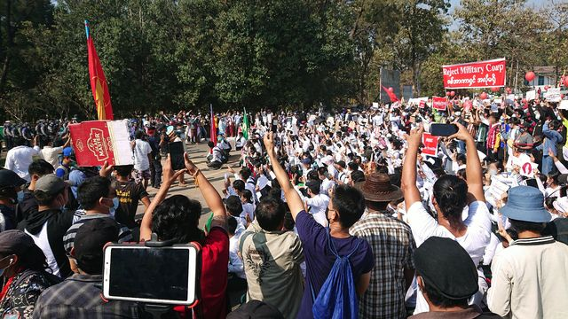 Protest_against_military_coup_(9_Feb_2021,_Hpa-An,_Kayin_State,_Myanmar)_(9).jpg