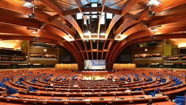 Plenary_chamber_of_the_Council_of_Europe's_Palace_of_Europe_2014_01.JPG