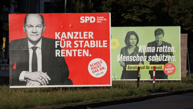 2021-09-14T154304Z_1999422555_RC2JPP9XCCK4_RTRMADP_3_GERMANY-ELECTION-ELECTION-POSTER.JPG