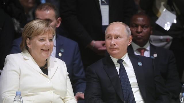 Angela_Merkel_&_Vladimir_Putin_-_November_2018.jpg