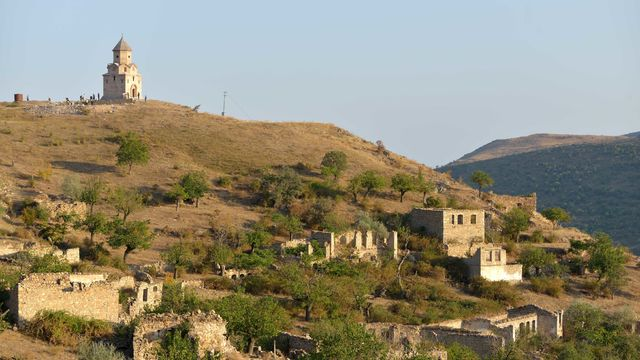 Village_of_Karaglukh_in_the_Hadrut_Province_of_Nagorno-Karabakh._John_the_Baptist_church.jpg
