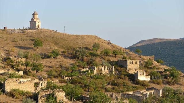 Village_of_Karaglukh_in_the_Hadrut_Province_of_Nagorno-Karabakh._John_the_Baptist_church.jpg