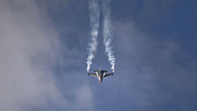 aircraft-1476163_1920.jpg