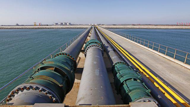 transmission-pipeline-refinery.jpg