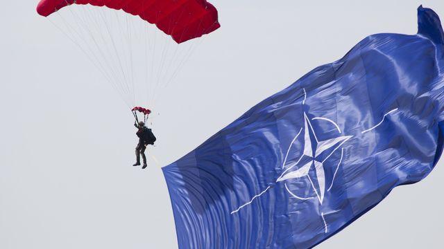 a-parachute-5100913_1920.jpg